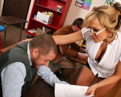Nikki Sexx : a sexy and nerdy MILF fucked by her student