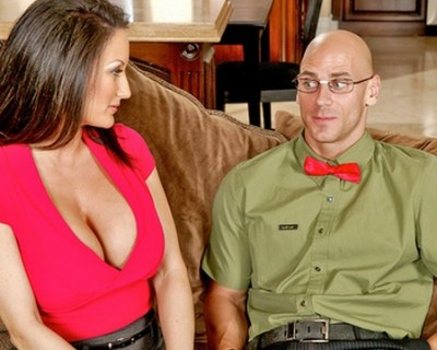 MILF Stephanie Wylde fucks with her son's geek friend