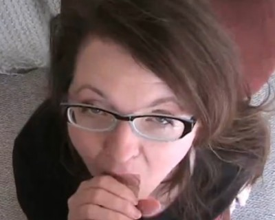 Blowjob from amateur nerd girl